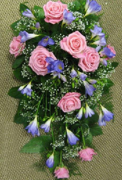 187 ruusu, freesiaa ja harsokukkaa