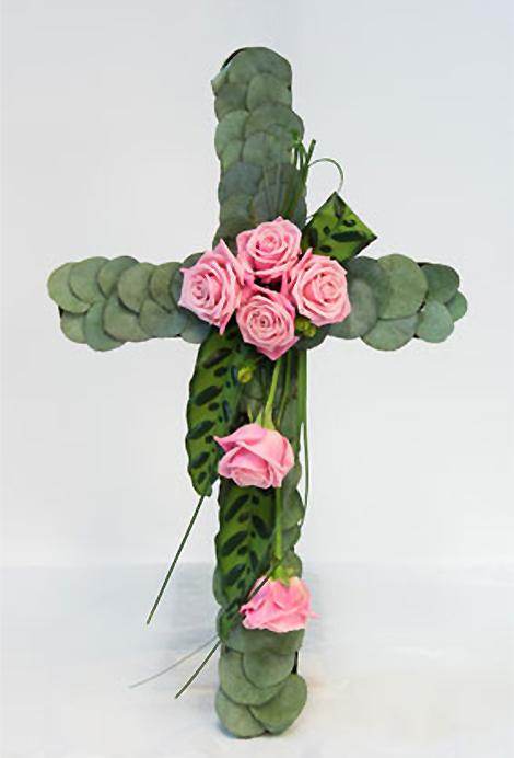 407 risti ruusuilla